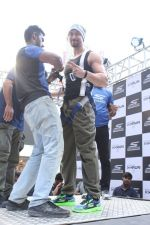 Tiger Shroff at the launch of Skechers Go Run 5 running Shoes on 6th Oct 2017 (103)_59d8a6edc9237.JPG