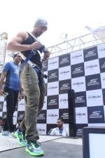 Tiger Shroff at the launch of Skechers Go Run 5 running Shoes on 6th Oct 2017 (104)_59d8a6f2a4673.JPG