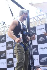 Tiger Shroff at the launch of Skechers Go Run 5 running Shoes on 6th Oct 2017 (106)_59d8a6fa87a27.JPG