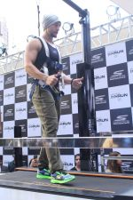 Tiger Shroff at the launch of Skechers Go Run 5 running Shoes on 6th Oct 2017 (107)_59d8a700c1f79.JPG