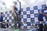Tiger Shroff at the launch of Skechers Go Run 5 running Shoes on 6th Oct 2017 (108)_59d8a7073b3b6.JPG