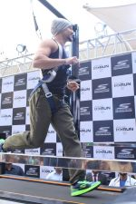 Tiger Shroff at the launch of Skechers Go Run 5 running Shoes on 6th Oct 2017 (113)_59d8a72c2ae45.JPG