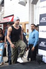 Tiger Shroff at the launch of Skechers Go Run 5 running Shoes on 6th Oct 2017 (68)_59d8a50aa24ac.JPG