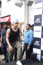 Tiger Shroff at the launch of Skechers Go Run 5 running Shoes on 6th Oct 2017 (69)_59d8a52551ff6.JPG