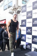 Tiger Shroff at the launch of Skechers Go Run 5 running Shoes on 6th Oct 2017 (70)_59d8a53839e91.JPG