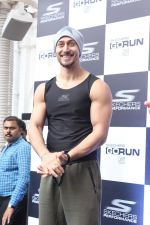 Tiger Shroff at the launch of Skechers Go Run 5 running Shoes on 6th Oct 2017 (72)_59d8a54f8bb07.JPG