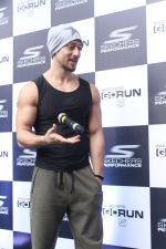 Tiger Shroff at the launch of Skechers Go Run 5 running Shoes on 6th Oct 2017 (74)_59d8a55ce8472.JPG
