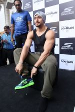 Tiger Shroff at the launch of Skechers Go Run 5 running Shoes on 6th Oct 2017 (84)_59d8a5cc3aaa1.JPG