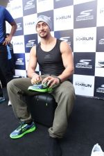Tiger Shroff at the launch of Skechers Go Run 5 running Shoes on 6th Oct 2017 (87)_59d8a5d998434.JPG