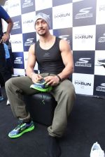 Tiger Shroff at the launch of Skechers Go Run 5 running Shoes on 6th Oct 2017 (88)_59d8a5dd2eab5.JPG