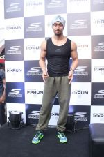 Tiger Shroff at the launch of Skechers Go Run 5 running Shoes on 6th Oct 2017 (91)_59d8a62e3fe46.JPG