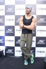 Tiger Shroff at the launch of Skechers Go Run 5 running Shoes on 6th Oct 2017 (93)_59d8a65f13da4.JPG
