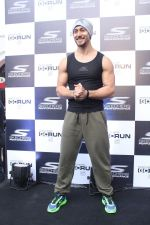 Tiger Shroff at the launch of Skechers Go Run 5 running Shoes on 6th Oct 2017 (94)_59d8a66ad8001.JPG