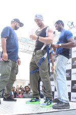 Tiger Shroff at the launch of Skechers Go Run 5 running Shoes on 6th Oct 2017 (99)_59d8a6c3c0e86.JPG