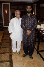 Gulzar, Nihal Singh at the Launch Of Bhupinder-Mitali Latest Maiden Album on 7th Oct 2017 (109)_59da3680a5e55.JPG