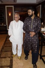 Gulzar, Nihal Singh at the Launch Of Bhupinder-Mitali Latest Maiden Album on 7th Oct 2017 (110)_59da36ec8dd21.JPG