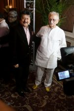 Gulzar, Pankaj Udhas at the Launch Of Bhupinder-Mitali Latest Maiden Album on 7th Oct 2017 (115)_59da36edab358.JPG