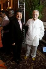 Gulzar, Pankaj Udhas at the Launch Of Bhupinder-Mitali Latest Maiden Album on 7th Oct 2017 (117)_59da36ee3f125.JPG