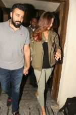 Shilpa Shetty, Raj Kundra Spotted At Juhu PVR on 10th Oct 2017 (15)_59dc72e7e7d18.JPG