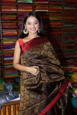 Helly Shah At Store Launch Of Sundari Silks on 10th Oct 2017 (1)_59ddc2da7fdbb.JPG