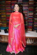 Helly Shah At Store Launch Of Sundari Silks on 10th Oct 2017 (14)_59ddc2e1c1c23.JPG