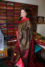 Helly Shah At Store Launch Of Sundari Silks on 10th Oct 2017 (30)_59ddc2ea71b04.JPG