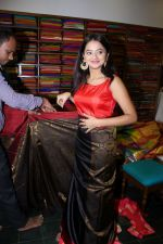 Helly Shah At Store Launch Of Sundari Silks on 10th Oct 2017 (32)_59ddc2ebb7918.JPG