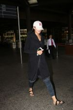 Nargis Fakhri Spotted At Airport on 12th Oct 2017 (6)_59e05c7336e22.JPG