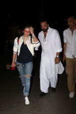 Sanjay Dutt, Manyata Dutt Spotted At Airport on 12th Oct 2017 (21)_59e06cfeb76ac.JPG