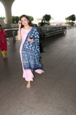 Divya Khosla Kumar Spotted At Airport on 14th Oct 2017 (10)_59e22aa8d1485.JPG