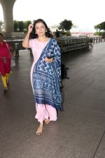 Divya Khosla Kumar Spotted At Airport on 14th Oct 2017 (11)_59e22aaa146fd.JPG