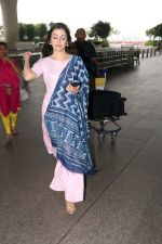 Divya Khosla Kumar Spotted At Airport on 14th Oct 2017 (12)_59e22aab407f5.JPG