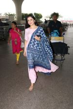 Divya Khosla Kumar Spotted At Airport on 14th Oct 2017 (13)_59e22aacb0389.JPG