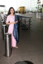 Divya Khosla Kumar Spotted At Airport on 14th Oct 2017 (6)_59e22aa3a8782.JPG