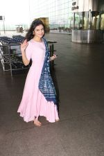 Divya Khosla Kumar Spotted At Airport on 14th Oct 2017 (8)_59e22aa61ad89.JPG