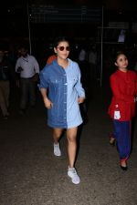 Shruti Haasan Spotted At Airport on 13th Oct 2017 (20)_59e1c39945f25.JPG