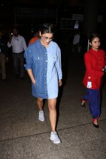 Shruti Haasan Spotted At Airport on 13th Oct 2017 (23)_59e1c3a9056c0.JPG