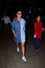 Shruti Haasan Spotted At Airport on 13th Oct 2017 (24)_59e1c3ace463f.JPG