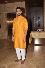 Vicky Kaushal attend Producer Ramesh Taurani Diwali Party on 15th Oct 2017 (23)_59e459fea437b.jpg
