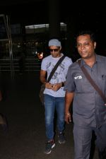 Farhan Akhtar Spotted At Airport on 16th Oct 2017 (4)_59e5735479afd.JPG