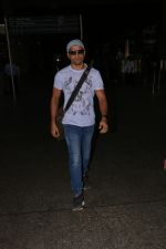 Farhan Akhtar Spotted At Airport on 16th Oct 2017 (6)_59e5735718d3f.JPG