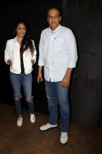 Ashutosh Gowariker, Sunita Gowariker at the special screening of film secret superstar on 17th Oct 2017 (38)_59e7195a7c786.JPG