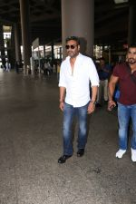 Ajay Devgan Spotted At Airport on 18th Oct 2017 (1)_59e8211e3f63d.JPG