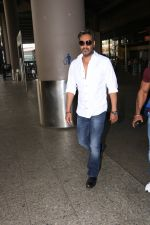 Ajay Devgan Spotted At Airport on 18th Oct 2017 (12)_59e8212e5cfc8.JPG