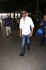 Ajay Devgan Spotted At Airport on 18th Oct 2017 (7)_59e8212714ea2.JPG