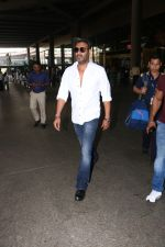 Ajay Devgan Spotted At Airport on 18th Oct 2017 (8)_59e82128e3418.JPG