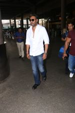 Ajay Devgan Spotted At Airport on 18th Oct 2017 (9)_59e8212a54f3f.JPG