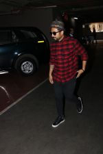 Vir Das Spotted At Airport on 18th Oct 2017 (12)_59e82181e9a93.JPG