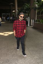 Vir Das Spotted At Airport on 18th Oct 2017 (3)_59e8217581a1f.JPG