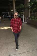 Vir Das Spotted At Airport on 18th Oct 2017 (4)_59e82176d36e9.JPG
